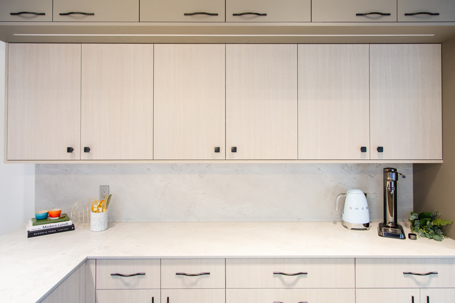 Two Toned Kitchen Cabinets   Oasis Kitchen Cabinets